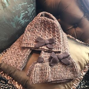Never worn hat & scarf set with bow